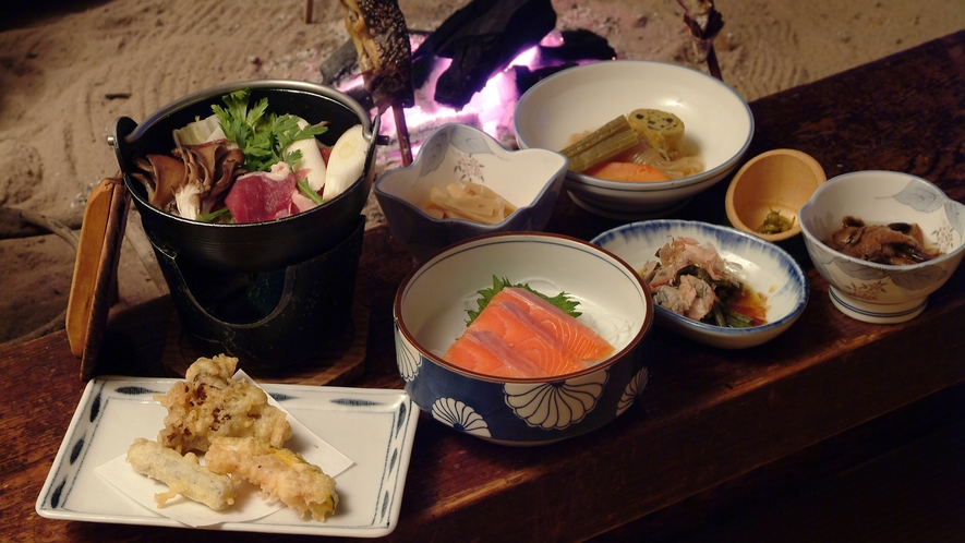 *【夕食】山菜や川魚等山川の恵みを使った、素朴なお食事をぜひご賞味下さい。