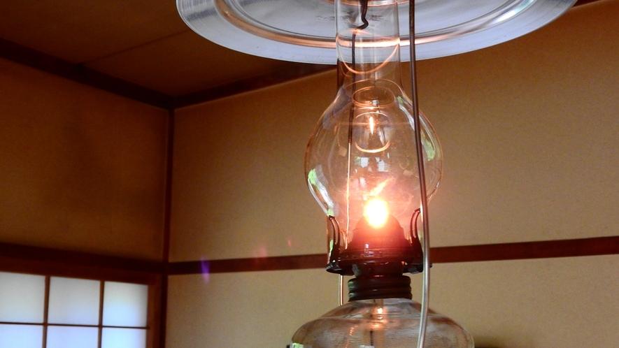*ランプの灯りだけで過ごすひと時…