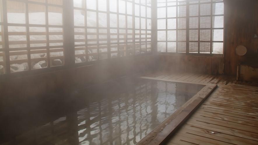 *【内湯】風情ある総ヒバ造りの内湯。ごゆっくり温泉浴をお楽しみ頂けます。