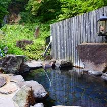 *【滝見の湯】竜神の滝は露天風呂からご覧頂けます。