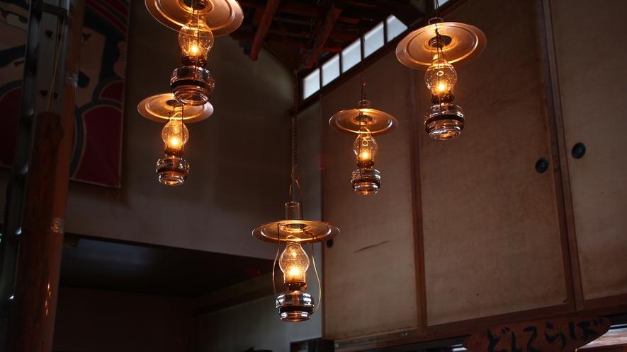 *館内200箇所以上に設置されているランプ