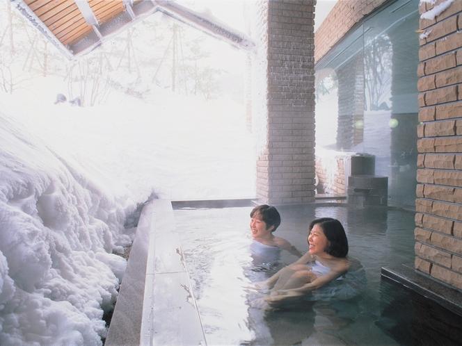 冬は雪見露天風呂で。。。