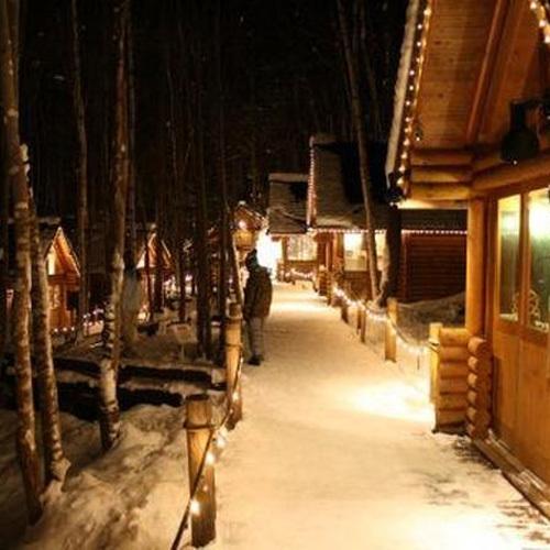 アフタースキーの散歩に最適!冬のニングルテラスの営業はは昼12時から夜8時45分まで。