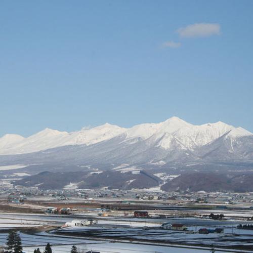 あしたやから冬の雄大な十勝岳連峰