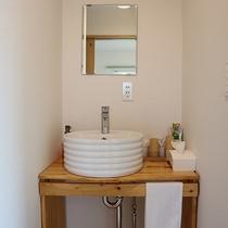 *プライベートハウス/紙コップや綿棒、歯ブラシ、カミソリのご用意もありますのでご利用ください。