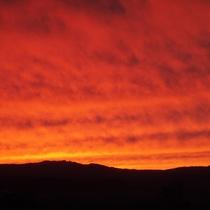 *富良野の夕景/こんな夕焼けを見たことがありますか?富良野の自然は何もかもダイナミック。