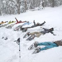 *冬のアクティビティ/初心者も気軽にOK!みんなで楽しく雪原を散策できる「スノーシュー」。