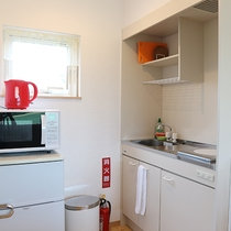 *プライベートハウス/IHクッキングヒーターのミニキッチンで自炊も可能。
