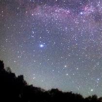 *富良野の星空/周りには街灯もなく、漆黒の夜空に浮かび上がる美しい星空をご覧いただけます。