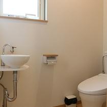 *プライベートハウス/トイレは1ヶ所。シャワートイレも完備で快適。