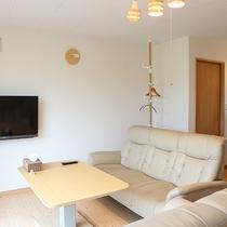 *プライベートハウス/1階には11.5畳のリビングダイニングとミニキッチン付き。