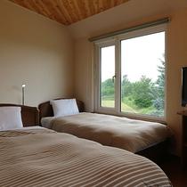 *【綺麗な夕日が見えるお部屋】DXツイン/シングルベッドとセミダブルベッドを1台ずつ設置。