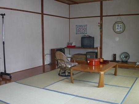 和室6畳〜17畳(バス・トイレ無)定員6名(喫煙可)