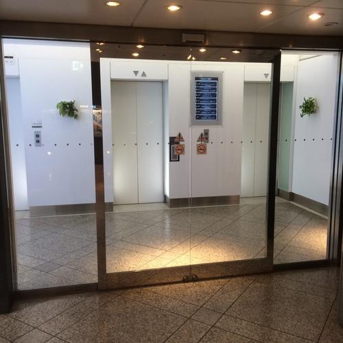 御堂筋ビル地下エレベーターホール
