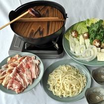 【合い鍋付コテージ宿泊】心も体も温まるコテージで鍋プラン