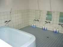 共用の中浴場(1組ずつ交代でご利用頂いております。)