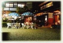 宿 夜の庭