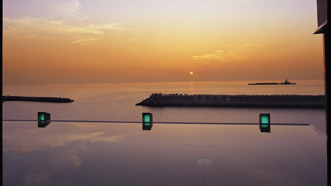 【天宮の雫】 空・海・湯が一体になったかのような展望露天風呂