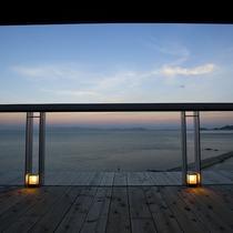 【天上の桟敷】ヴィラ楽園・ゲスト専用スカイラウンジ。展望テラスから。