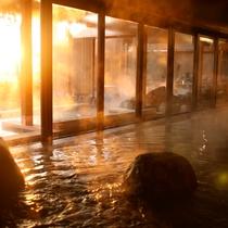 【くにうみの湯】 '08年12月OPENの「くにうみの湯」。自然岩や木をふんだんに使った居心地のよい
