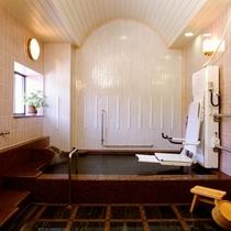 【家族風呂(内湯)】 スライドインシステムを導入したバリアフリー対応の家族風呂