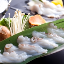 【淡路の地蛸】 初夏の地蛸は天下一品。旨みが高く身が程よくしまっています。