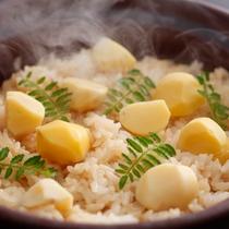 【栗御飯】秋の味覚の旨みと御飯の甘味が絶妙