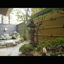 露天から臨むお庭