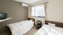 *【客室一例/洋室ツイン】窓から入る光が心地良い洋室ツイン。