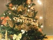 ホテルエントランス★クリスマスツリーがお出迎え★