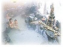 当館となりの天然温泉「雪景色の露天風呂」