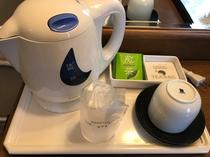 ポット、お茶、コップ