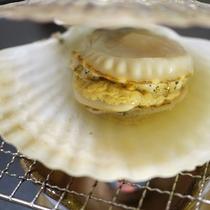 *夕食一例/殻付きのホタテ。焼き立てをどうぞ