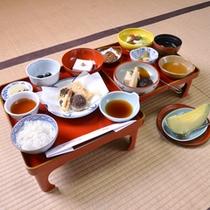 """*お夕食一例/野菜や豆類、穀類を使った仏教の伝統的な食事""""精進料理""""をご用意いたしております。"""