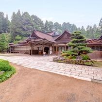 *世界遺産であり国宝も所有する当院。鎌倉時代から続く由緒ある場所で宿坊体験しませんか。