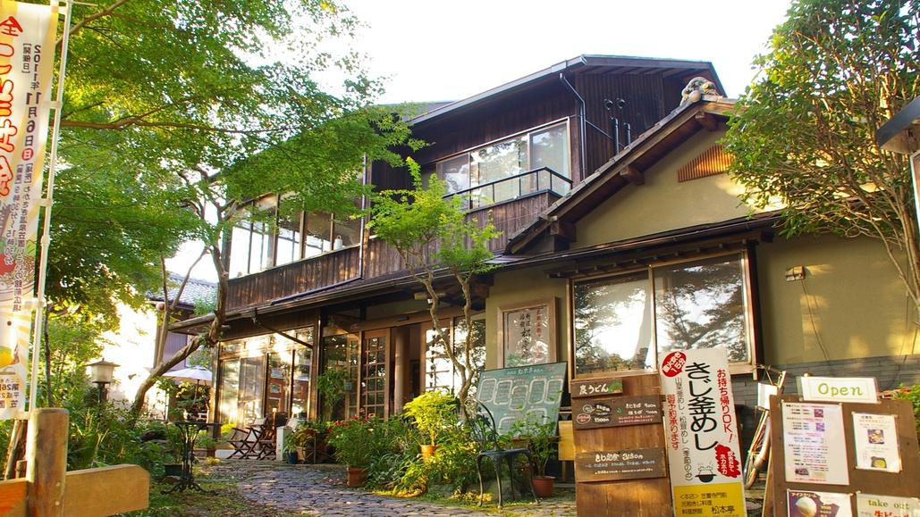 *【外観】笠置山の山頂付近に建つ旅館。小さな宿ですが、アットホームなおもてなしを大切にしております。