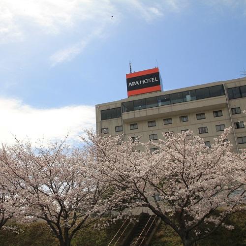 ホテル外観(桜の季節)