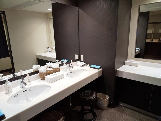 男性用大浴場洗面台