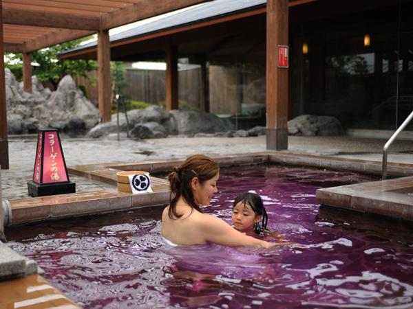コラーゲンの湯:ピンク色のお湯♪当館人気ナンバーワンのお風呂です。