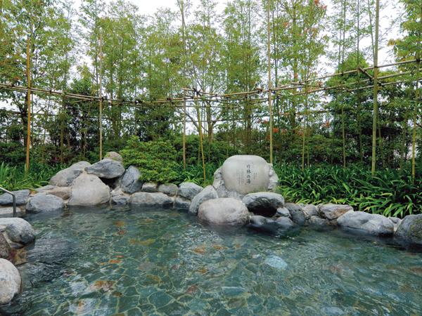 竹林の湯:そよ風に当たりながら癒しの風景が楽しめます。