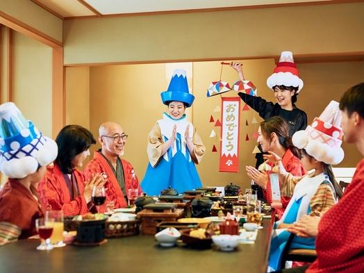 個室の食事処で家族みんなで祝い旅
