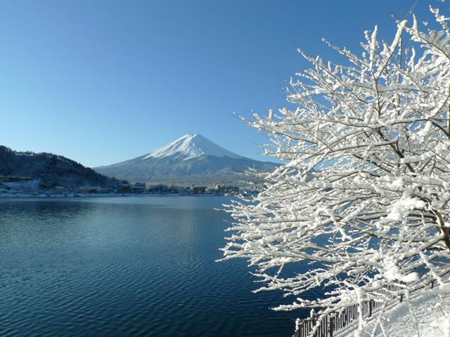 富士山らしい姿を見せる1月。