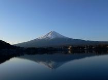 朝昼晩 早朝の富士山
