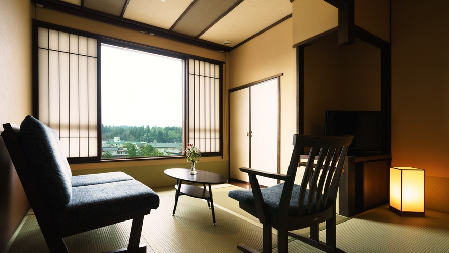 【ツインルーム】305号室_和室にセミダブルベッド2台