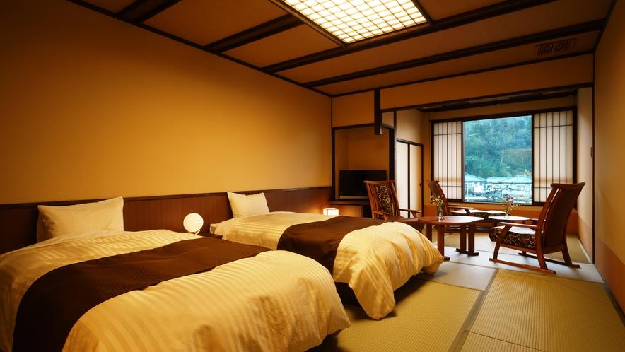 【ツインルーム】310号室_和室にセミダブルベッド2台