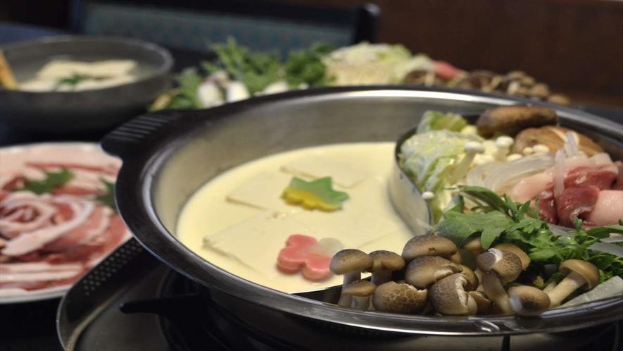 豆乳鍋としし鍋の2色鍋