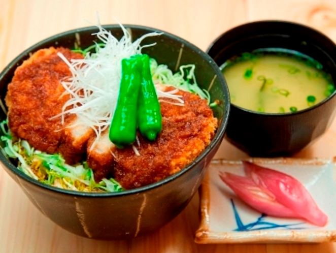 夕食メニュー「ソースかつ丼」