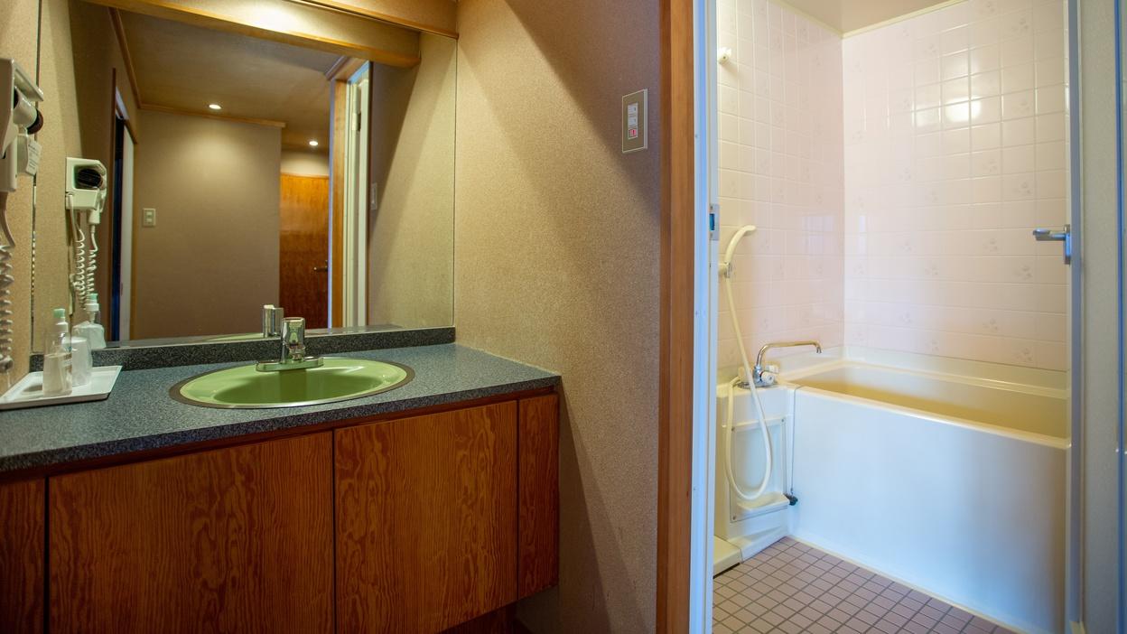 *【洗面所】洗面スペースも広々と。