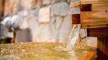 なみなみと溢れる天然温泉で、ゆっくりと癒しのひとときをお過ごしくださいませ。