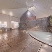 *大浴場/白濁した温泉は硫酸塩泉。しっとり湯触りのお湯とかすかな硫黄の香りに癒されます。